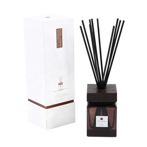 2019 Luxury home fragrance organic essential oil , aroma natural reed diffuser bottle, wholesale diffuser gift set air freshener