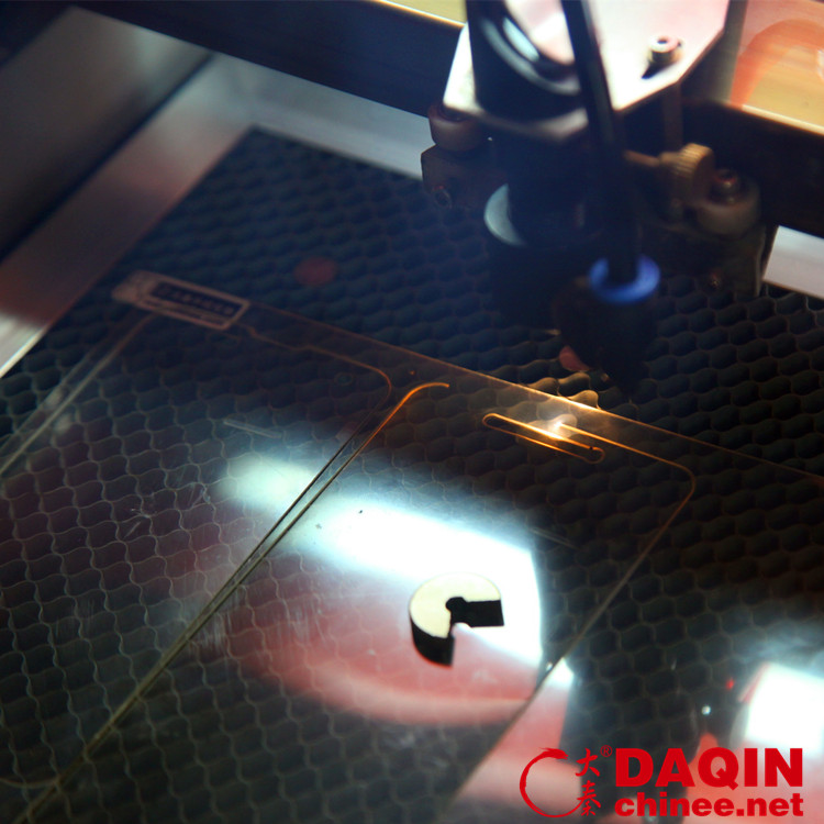 Daqin 40x100cm tempered glass screen protector laser cutting machine for any model mobile phone