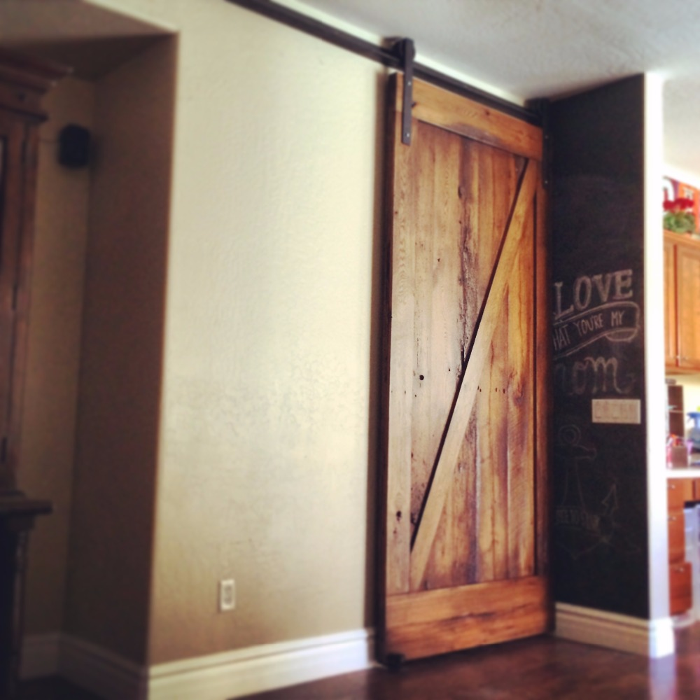Interior One Panel Z Brace Knotty Alder Stained Solid Wood Barn Door with Hardware