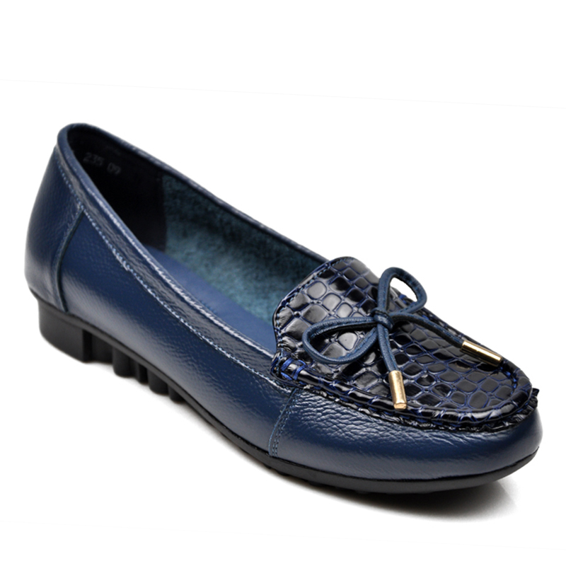 Smoking flats, moccasins and boat shoes pair well with pants for a casual and effortlessly cool look. To dress your flats up, try pointed-toe shoes with an animal print or a higher heel. Leather—with a bow or a buckle—is a great accent to a suit or dress, with enough allure to wear more than a few days a week.