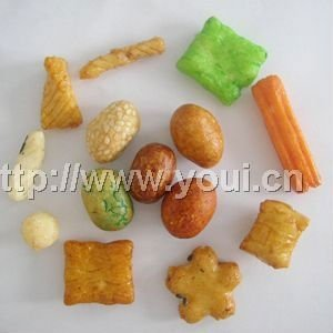 Rice crackers and coated peanuts mix