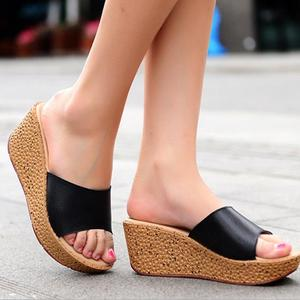 zm51390b Newest Summer Ladies Leather Wedge Women Outdoor Slippers Chunky Heels Sandals