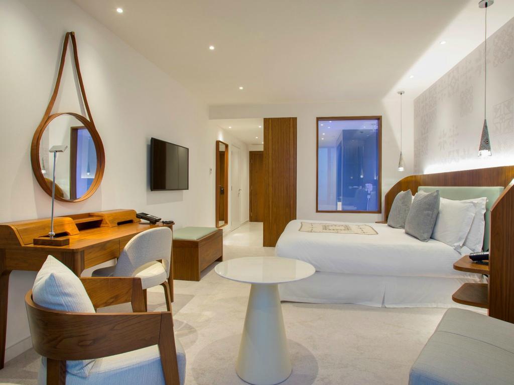 Le Meridien Room Color