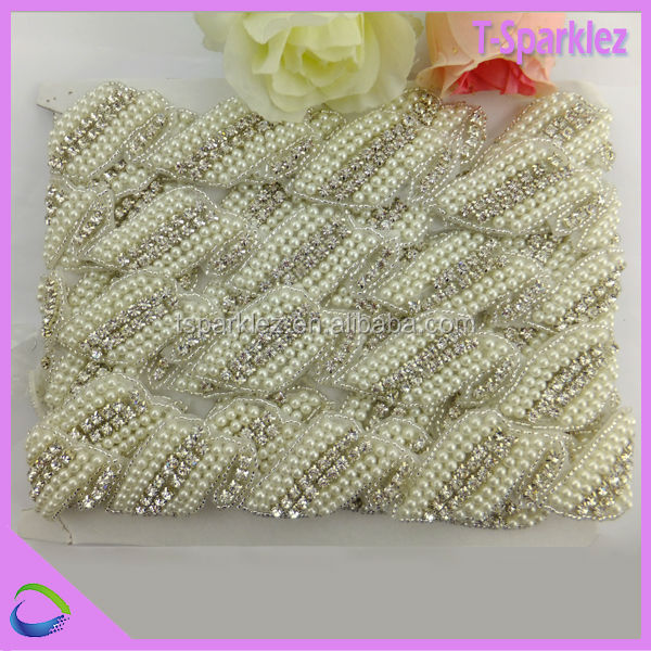 Wholesales embroidered rhinestone and pearl bridal applique pattern for wedding dresses