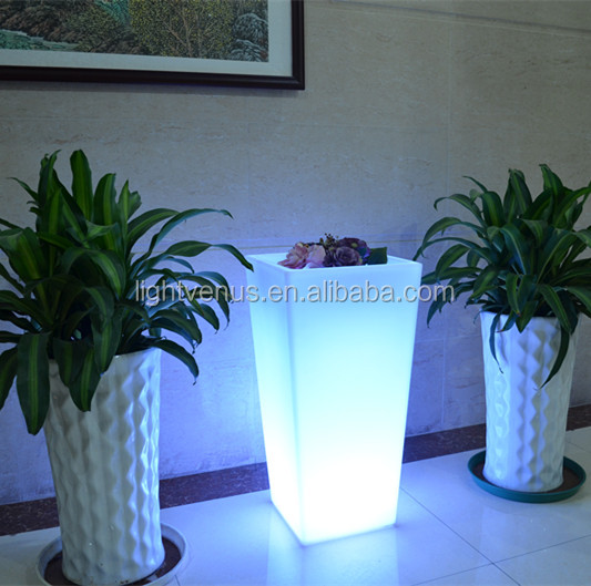 https://sc02.alicdn.com/kf/HTB1AminKVXXXXXfXVXXq6xXFXXXP/LED-bonsai-pot-Led-Lighting-planter-pots.jpg