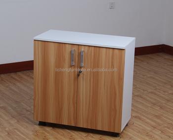 Armadi Per Ufficio Con Serratura : Documento armadietto di legno armadietto chiuso a chiave con porta