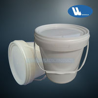 1 gallon food container with lid and handle