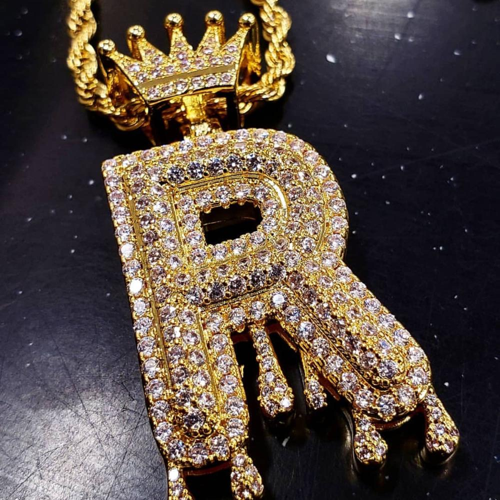 Iced out custom letter pendant with king crown necklace diamond bubble letter gold фото
