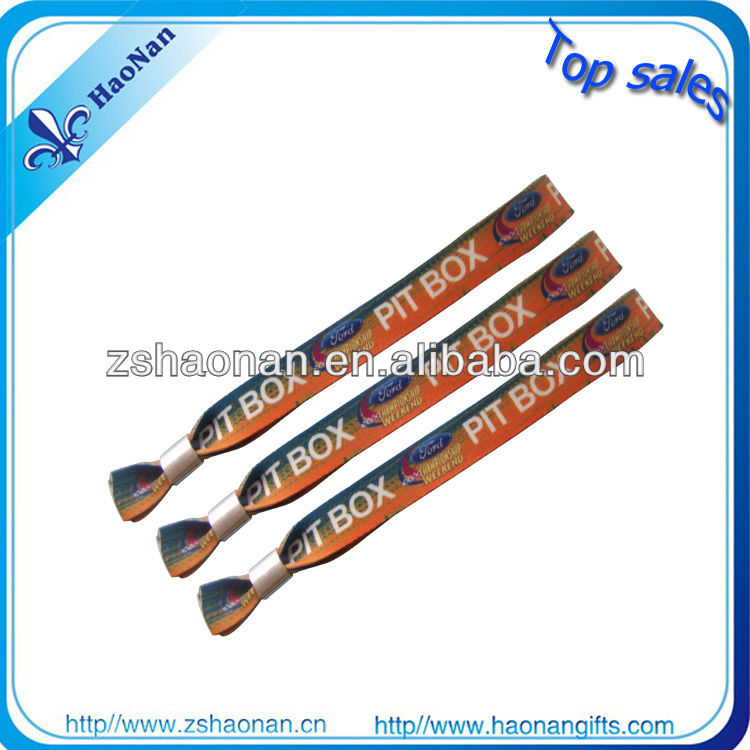 Sports Theme and Business Gift Use New Design Colorful Encourage the refueling bulk wristbands