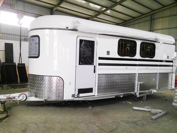 Wohnwagen Doppelachse Etagenbett : Deluxe pferdewinkelladepferdewagenanhänger mit etagenbett buy