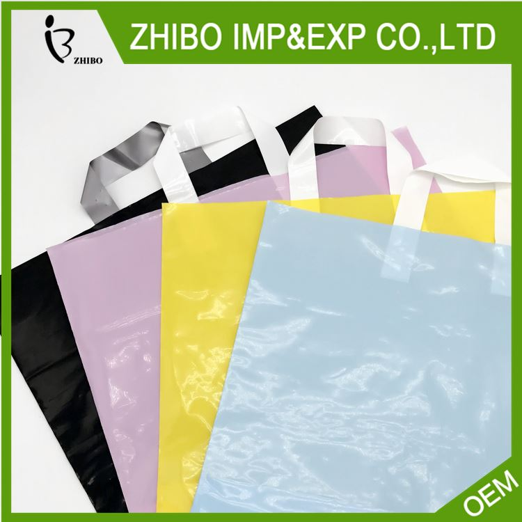Top fashion custom design plastic shopping bags with logo wholesale
