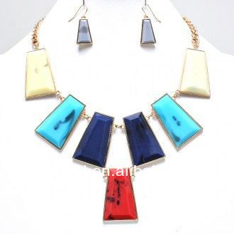 Elegant Leopard Prints Square Shape Pendant Necklace