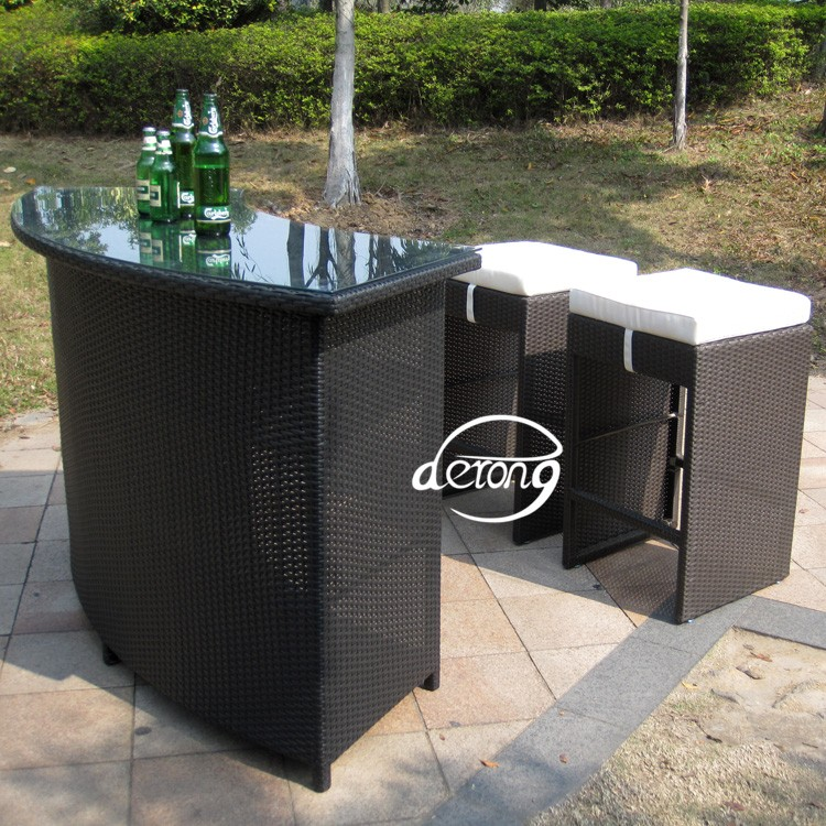 mobili da giardino in rattan pe bancone bar tavolo e alta. Black Bedroom Furniture Sets. Home Design Ideas