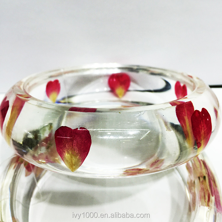 new product in hot sale beautiful real flower amber bangle promotional gifts resin lucite flower bangle, Many different flower mixed.
