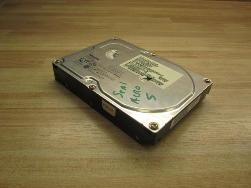 """8J300S0 Maxtor Atlas 10K V 300GB Internal 10000RPM 3.5/"""" HDD"""
