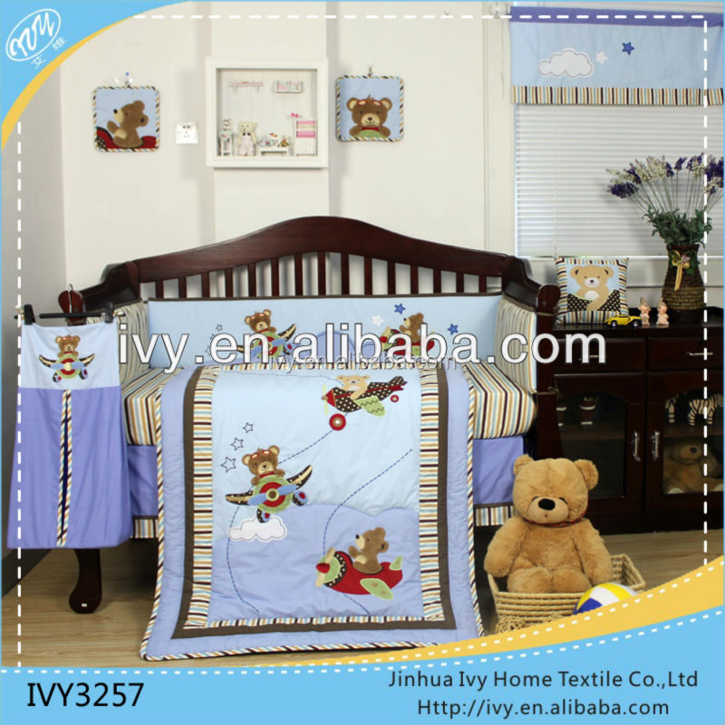 Detachable baby bedding set printed and embroidered