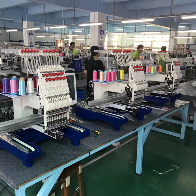 Einzelkopfstickmaschine der Industrie verwendet für kompakte Wohnung / Kappe / T-Shirt / Kleidungsstück / Logo / 3D Stickerei für Verkauf