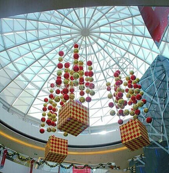 2015 hanging christmas decorations in shopping mall