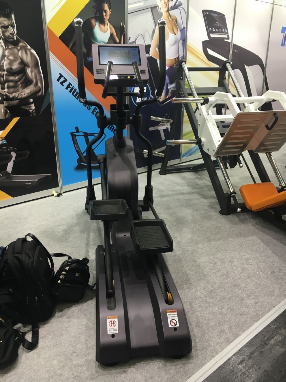 TZ-e2010 Fiets Fitness Cross Trainer Machine Commerciële Gym Elliptische Trainer