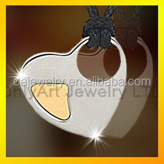 Classic design heart pendant leather necklace two tone plated stainless steel pendant wiht high quality