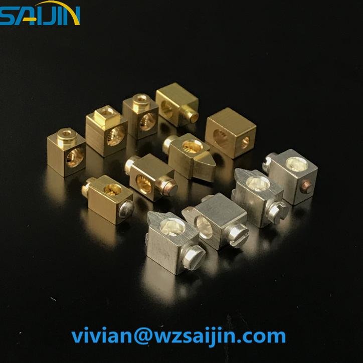 النحاس النحاس قطع مدمغة معدنية لثلاثة منافذ مقبس مفاتيح كهرباء حائط عالمية