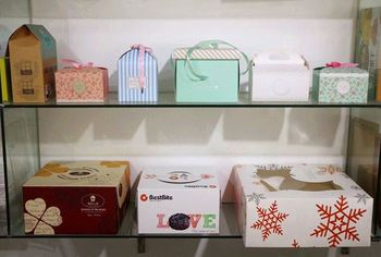 Custom your wholesale decorative gift boxes for baked goods