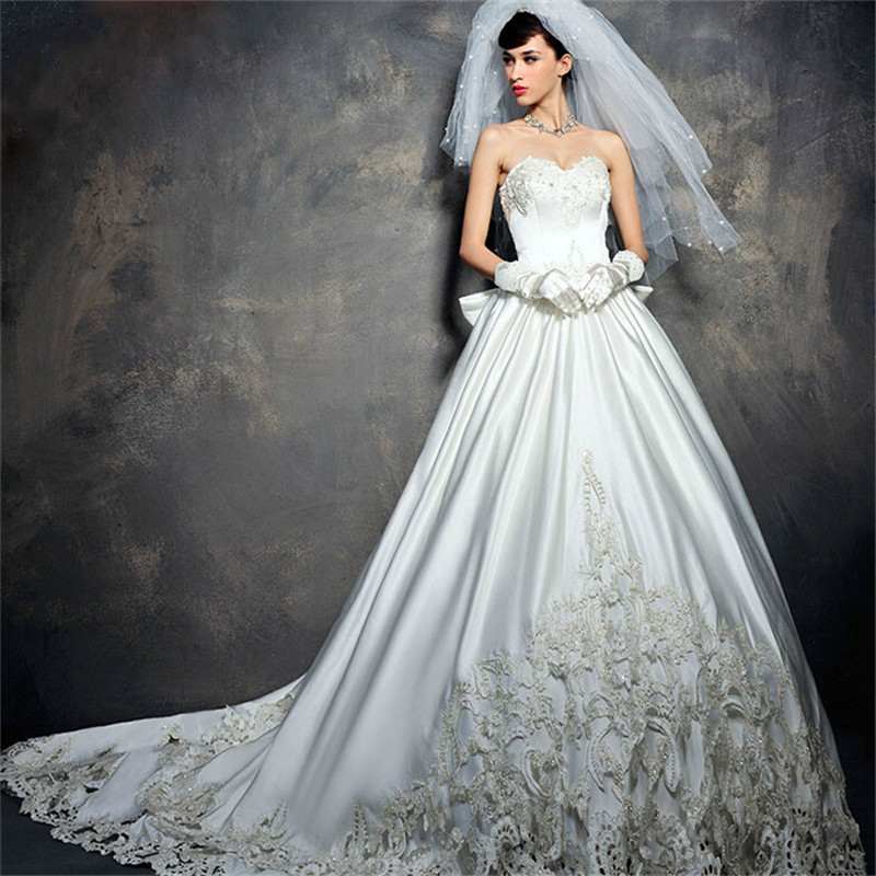 Wedding Gowns With Trains: Luxury Royal Ball Gown Wedding Dresses 2016 Sweetheart
