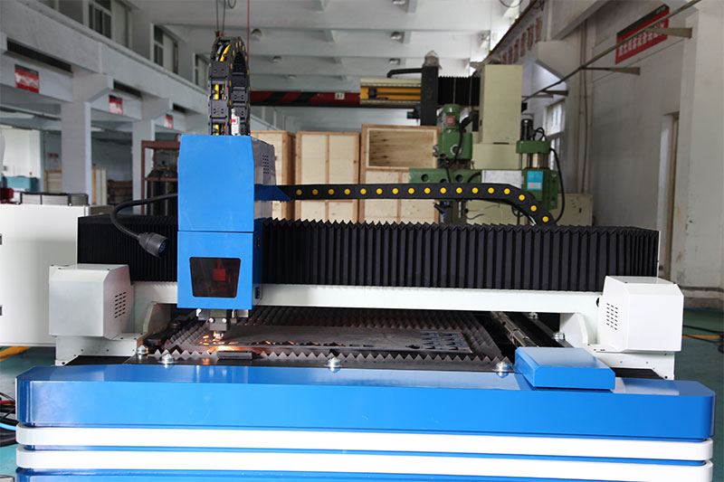 Fiber laser tube cutting machine CNC pipe laser cutting machine 2000w automatic laser cutting machine factory outlets