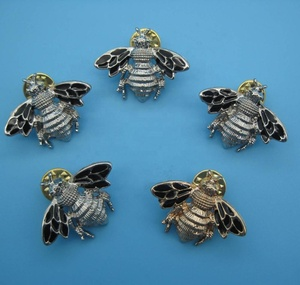 bee magnetic men custom collar pin