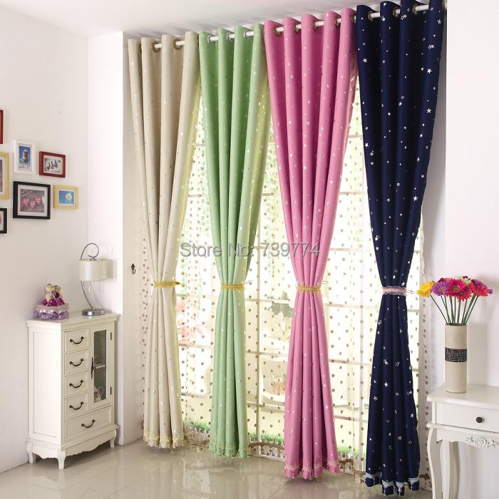 rideau de fenetre de chambre rideaux enrouler si les maisons en bois sont elles favorises par. Black Bedroom Furniture Sets. Home Design Ideas