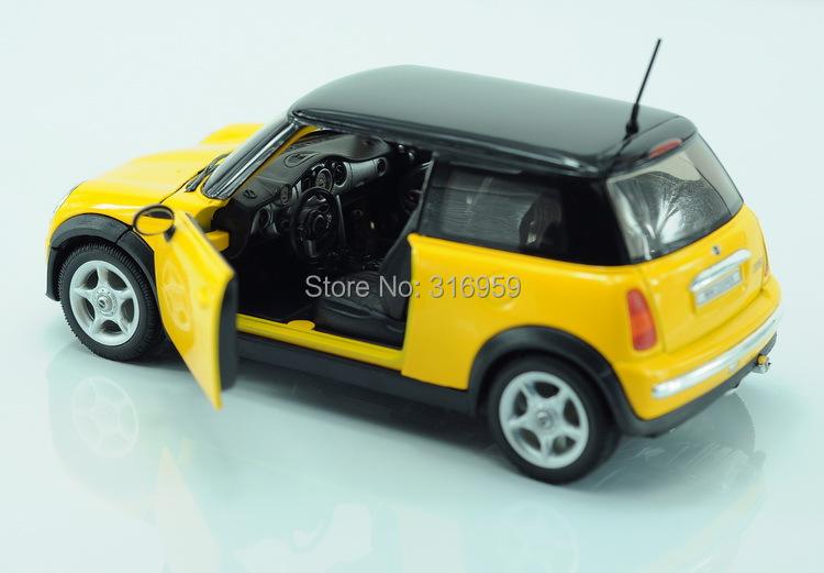 nieuw merk mini cooper 1300 model auto 1 24 legering diecast model auto mr bean 39 s favoriete. Black Bedroom Furniture Sets. Home Design Ideas
