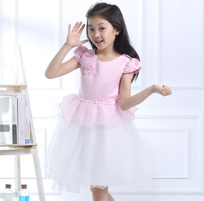 Girls' Dresses at Macy's come in a variety of styles and sizes. Shop Girls' Dresses at Macy's and find the latest styles for your little one today. She'll turn heads and love feeling pretty. Discover an amazing selection of darling pieces that enhances her look beyond the sneakers and jeans she normally wears.