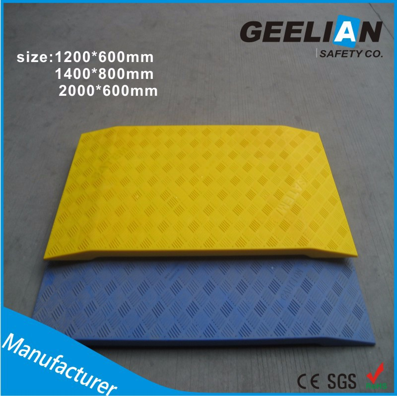Heavy duty road mat for temporary access roadway