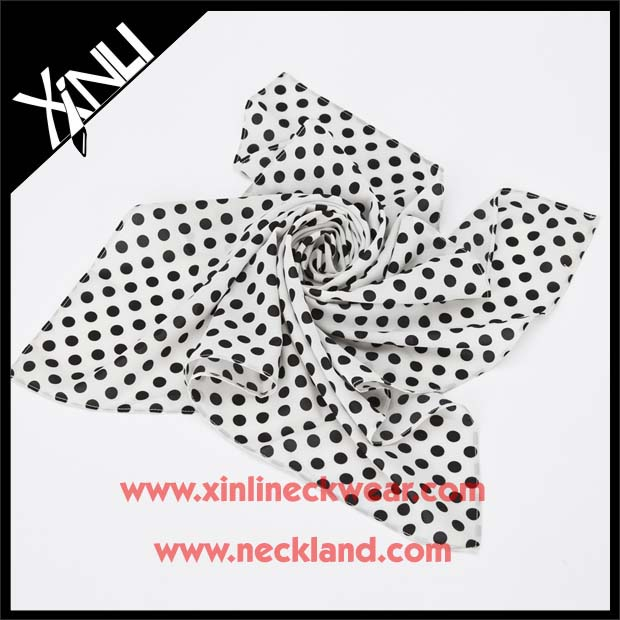 China Factory Printed Design Big Ladies Handkerchief