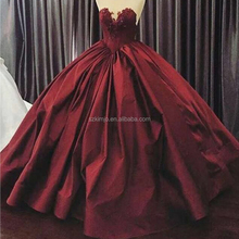 Ball Gown Prom Dresses 2017 Red Sweetheart Neckline Lace Appliques Backless Satin Floor Length Evening Dresses