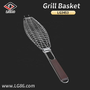 Easily-cleaned barbecue fish basket for family with wooden handle