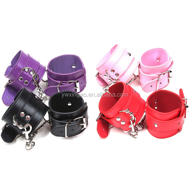 PVC Handcuffs Girl For Couples Sexy Game Sex Toys Free Sample Handcuffs With Metal Chain