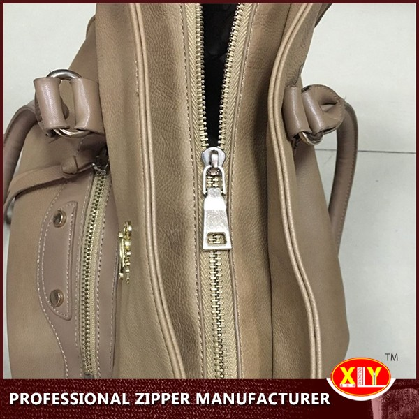 Top quality zipper slider with custom pullers for bags and clothing