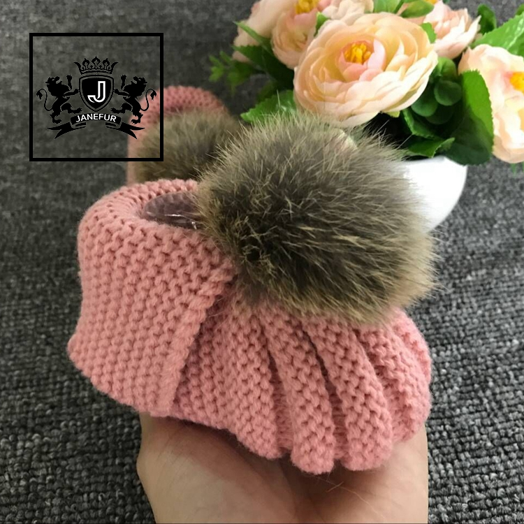 Factory wholesale soft warm boots hand knitted baby shoes