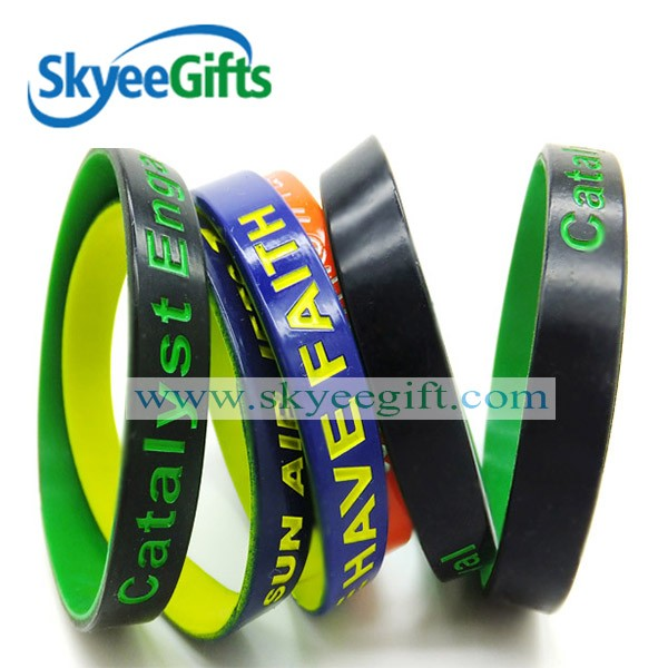 All sizes Personalized bulk cheap spray paint silicone wristbands in alibaba