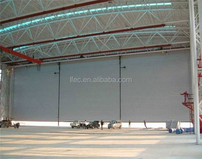 Space frame aircraft hangar building truss roof