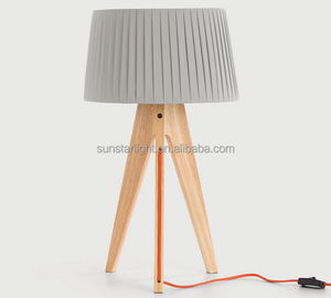Modern Design Furniture Table Lamp Natural Wooden Rotatable Tripod Table Lamp Round Fabric Lampshade Uplight Desk Lamp