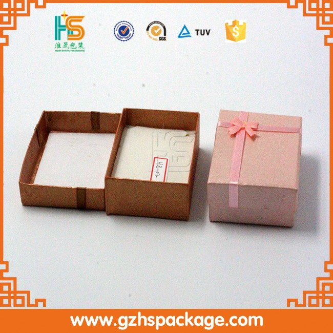 Classic small base and lid shaped rings pierced earring jewelry box