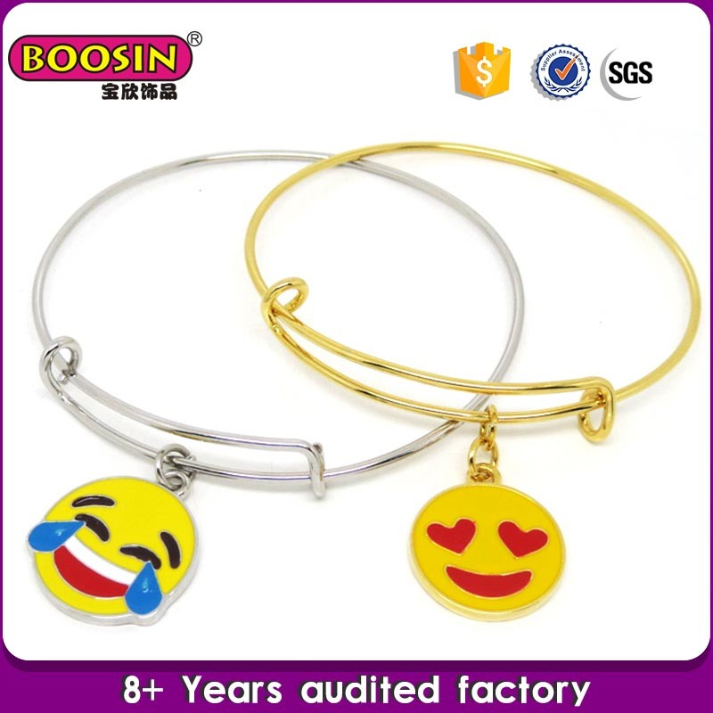 Hot sale metal alloy jewellery gold bangles pictures, fashion bracelets with pendant
