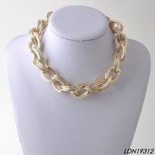 Yiwu fashion jewelry women's gold thick chain statement necklaces