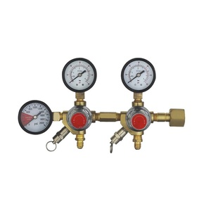 Double gauge secondray CO2 regulators with 2 outlets