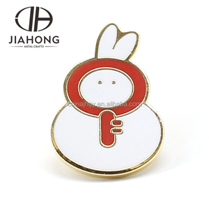 2018 cartoon rabbit and red key design hard enamel gold plated badge