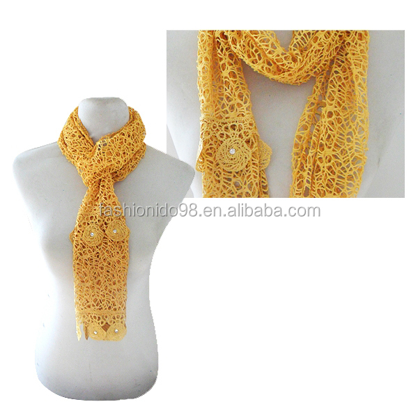 Luxury Flower Pattern Triangle Lace Scarf With Fringe