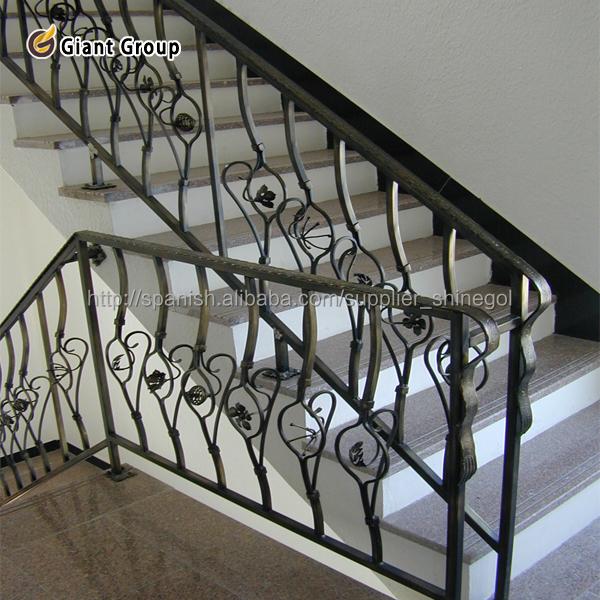 Modelos de rejas de hierro para casas barandillas y for Rejas de hierro precios