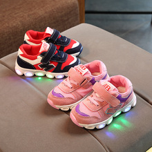 Mode lumineux cool sport moins cher automne chaud doux en gros <span class=keywords><strong>enfants</strong></span> portent led <span class=keywords><strong>chaussures</strong></span> <span class=keywords><strong>enfants</strong></span> <span class=keywords><strong>chaussures</strong></span> légères garçon